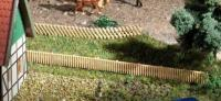 44626 Auhagen N Trellis and pale fencing. 900mm long